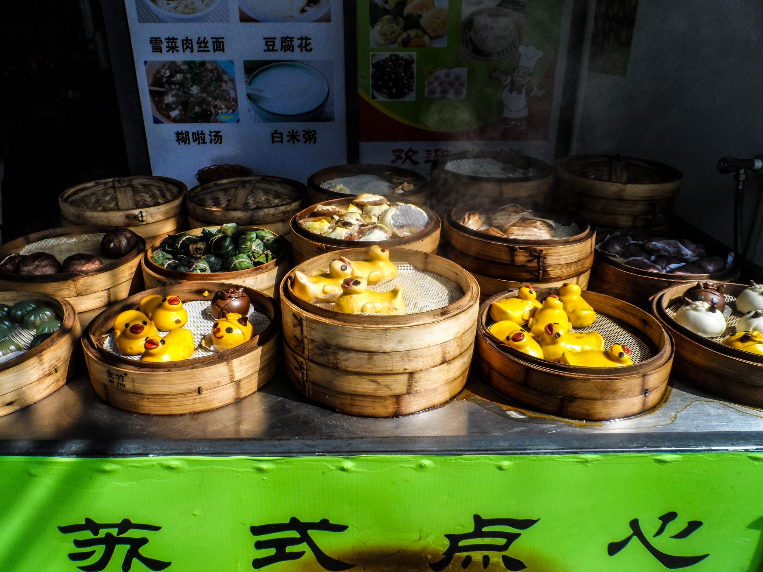 Yellow duck steamed buns