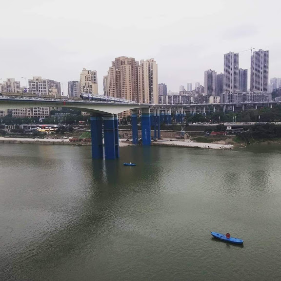 One of many bridges that crisscrosses the Jialing and Yangtze rivers in Chongqing. It's almost like being back in Newcastle.